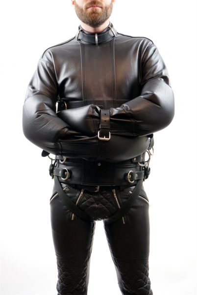 SSJ009_deluxe_leather_straitjacket_1.png