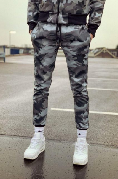 77408800_mr_Trackpants_Camo_1.jpg