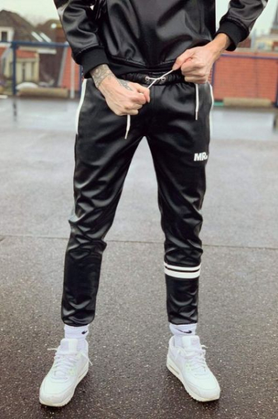 77408820_mr_Trackpants_Black_1.jpg