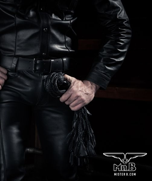 77654062_2_mister_b_leather_flogger_18_tails_wooden_handle.jpg