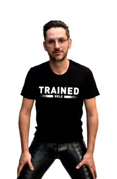 77824150_mister_b_t_shirt_trained_hole_1.jpg