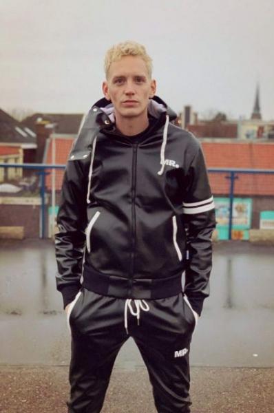 77408810_mr_black_jacket_zip_1.jpg